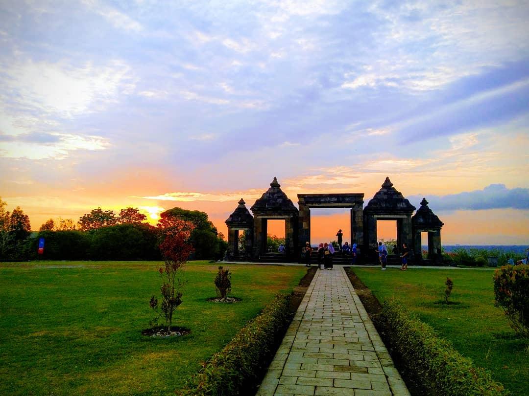 Sunset View Di Wisata Candi Ratu Boko Jogja