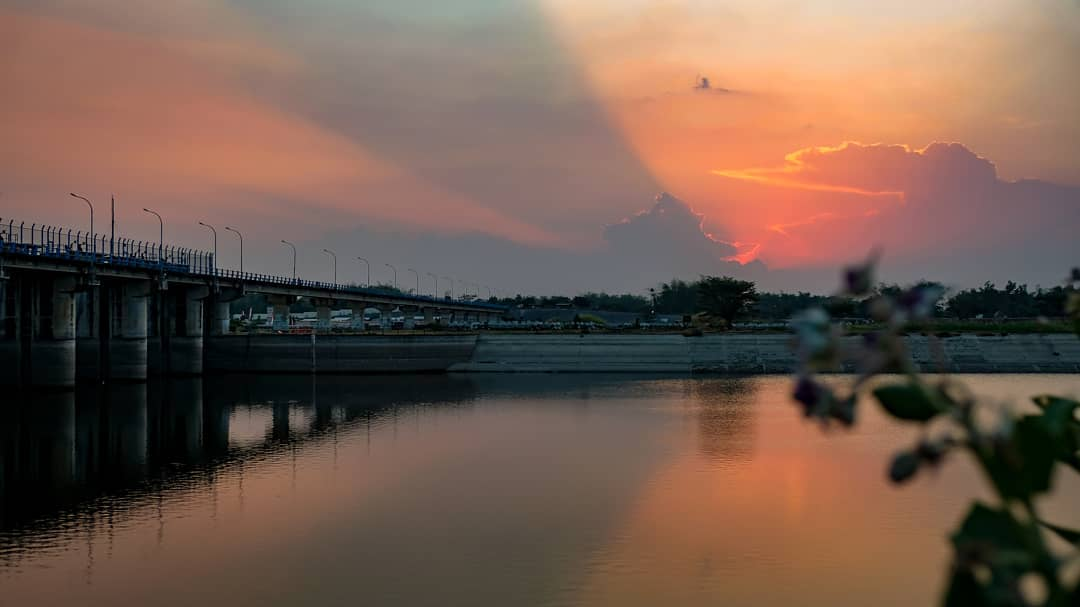 Bendungan Gerak, Sunset di Hamparan Air yang Luas Bojonegoro